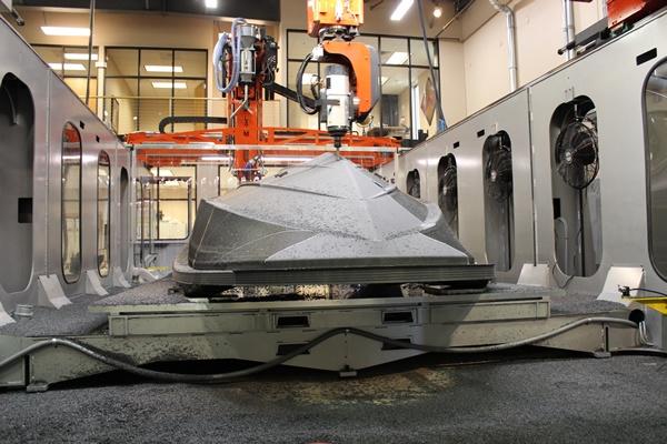 Thermwood LSAM® 10'x20' machining boat hull pattern