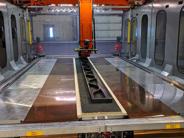 Thermwood LSAM 3D Printing an 18 ft helicopter blade mold